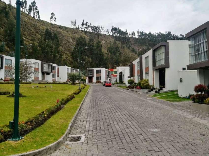 Casa de Venta No Adosada Conjunto La Pedrera, Sector Locoa, Latacunga - Ecuador 0