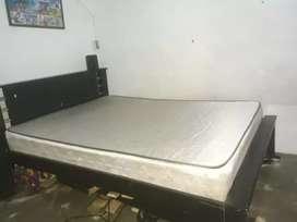 Se vende cama de 1,40 con colchón