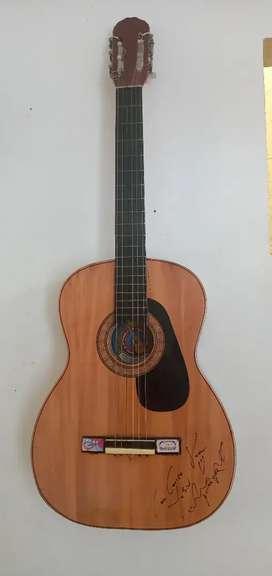 Vendo guitarra acustica con el puente