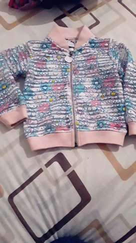 Hermosa chaqueta marca hello kitty original en perfecto estado