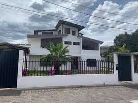 Cumbaya Casa Remodelada en Venta