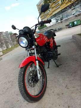 moto  AKT  125   esta como nueva  papeles al dia  hasta  noviembre de 2021  sin multas ,mantenimiento al dia