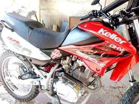La moto esta en condiciones tiene todos sus papeles
