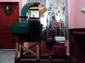 Máquina cortadora de pasto