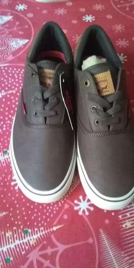 Zapatos Levis talla 8.5 US originales
