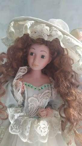 Muñeca de porcelana Victoria Cathay collection 1-5000 con sombrero