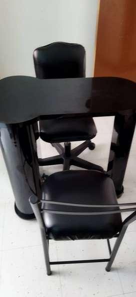 Mesa manicure y dos sillas