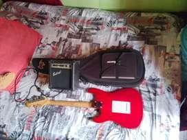 Guitarra eléctrica con bajo, estuche y cable
