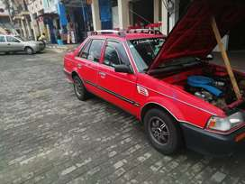 Mazda 323 color rojo