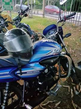 se vende moto splendor en 2 millones incluye traspaso