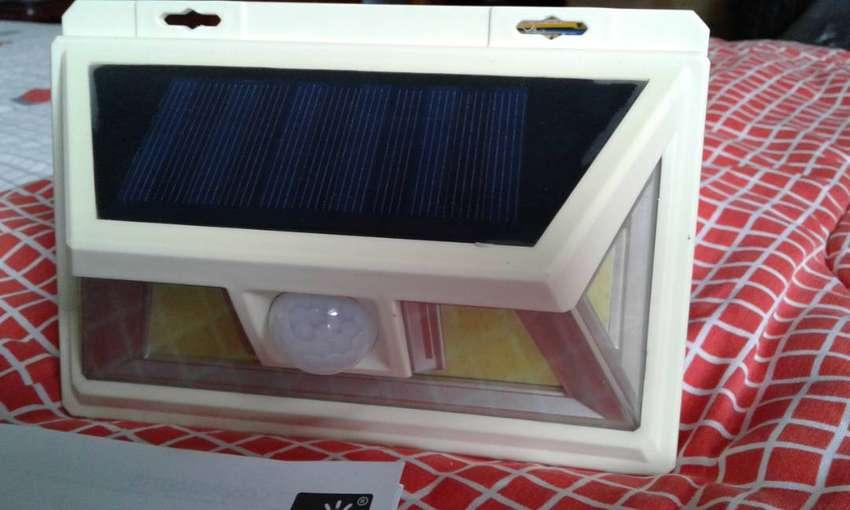 LAMPARA SOLAR   LED CON SENSOR DE MOVIMIENTO 0
