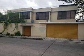 Vendo Casa Rentera en Urdesa Central