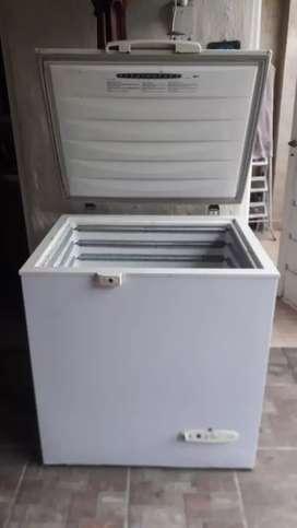 Vendo freezer seminuevo