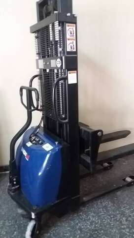 Apilador electrico 1500 kg 2.5 mts