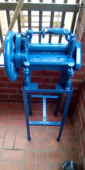 Vendo máquina calzado cilindradora para pegar plantillas y cortes
