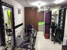 Se vende peluquería y Estetica