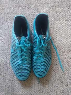 Zapatos fútbol pupillos  Nike Magista