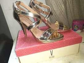 Vendo zapatos de taco marca vizzano