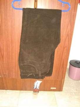 Pantalón marrón oscuro de corderoi marca taverniti