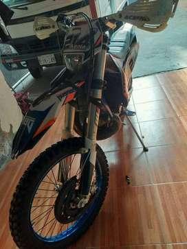 Vendo moto Husaber 2 tiempos en perfectas condiciones