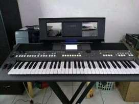 Piano yamaha psr 670