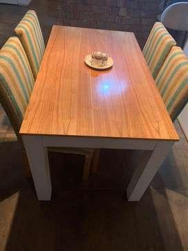 Mesa tapa de paraiso con 4 sillas de chenille