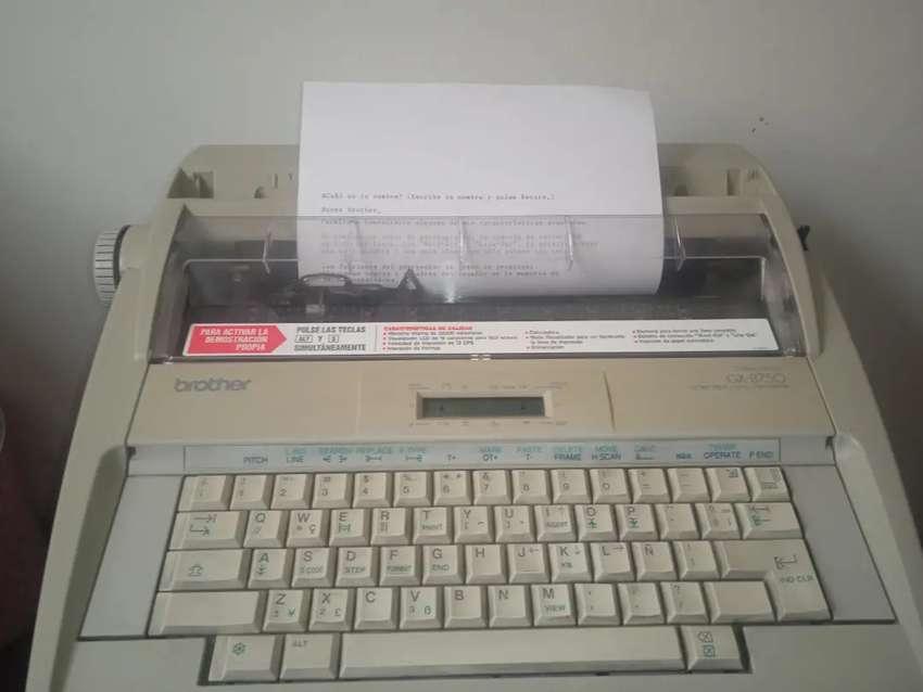 Máquina de escribir Brother GX-8750