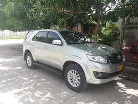 Toyota fortuner 2012 automática