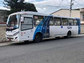 Se vende bus Mercedes Benz año 2019  $85 negociable