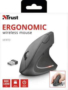 Verto Ergonomic Wireless Mouse