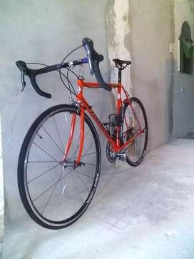 Vendo bicicleta de carrera 700 en muy buenas condiciones