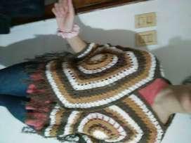 Poncho artesanal a crochet