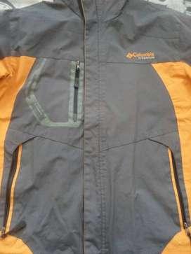 Vendo chaqueta columbia titanium original impermeable