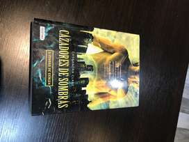Cazadores de sombra, Ciudad de ceniza (saga), Cassandra Clare