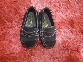 Zapatos en buen estado de nino