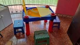 Mesa didáctica para niños con sillas plegables