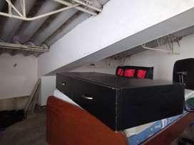 Escritorio empotrable negro 1 mt largo, 45 cm de fondo y 16 de alto.