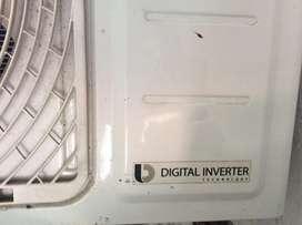 Aire Acondicionado Samsung INVERTER de 18.000 BTU con fuga en el panel