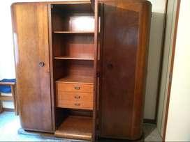 excelente mueble armario clasico en cedro macizo antigüedad