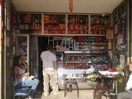 Se vende cigarreria acreditada con ventas diarias demostrables ubicada en zona comercial de bosa cent... motivo de viaje