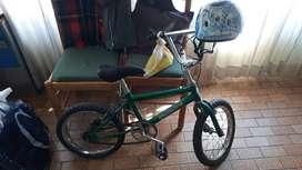 Bicicleta r16 y casco