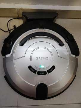 Aspiradora y trapeadora robot inteligente Gadnic con solo tres meses de uso