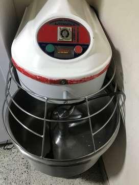 Amasadora cilíndrica automática