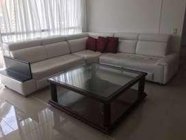 Se vende Muebles en L blancos, usados