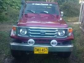 Se vende o se permuta Toyota Land Cruiser