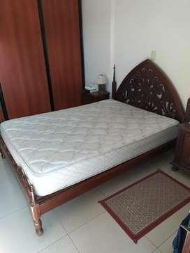 Cama madera torneada y colchón