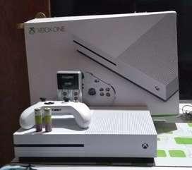 Vendo Xbox one S 500 GB casi nueva