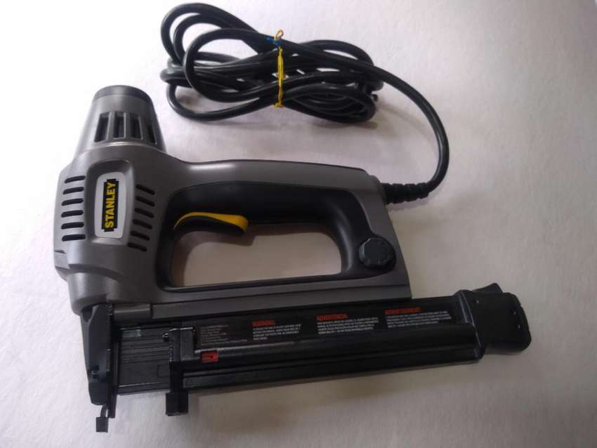 Pistola Oara Clavos Electrica Stanley 0