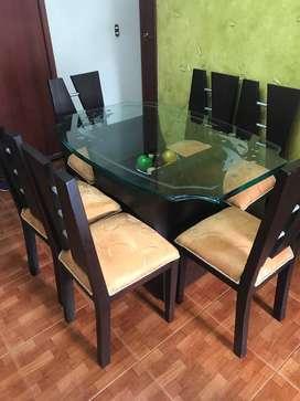 Comedor de 6 puestos con vidrio tallado