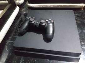 Ps4 Slim 500 GB  un joystick y 4 juegos. Sin el FIFA 20. Con el FIFA 20 pido 24 mil